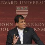 El gobernante ecuatoriano, Rafael Correa, en el Forum John F. Kennedy del Instituto de Política, en la Universidad de Harvard.