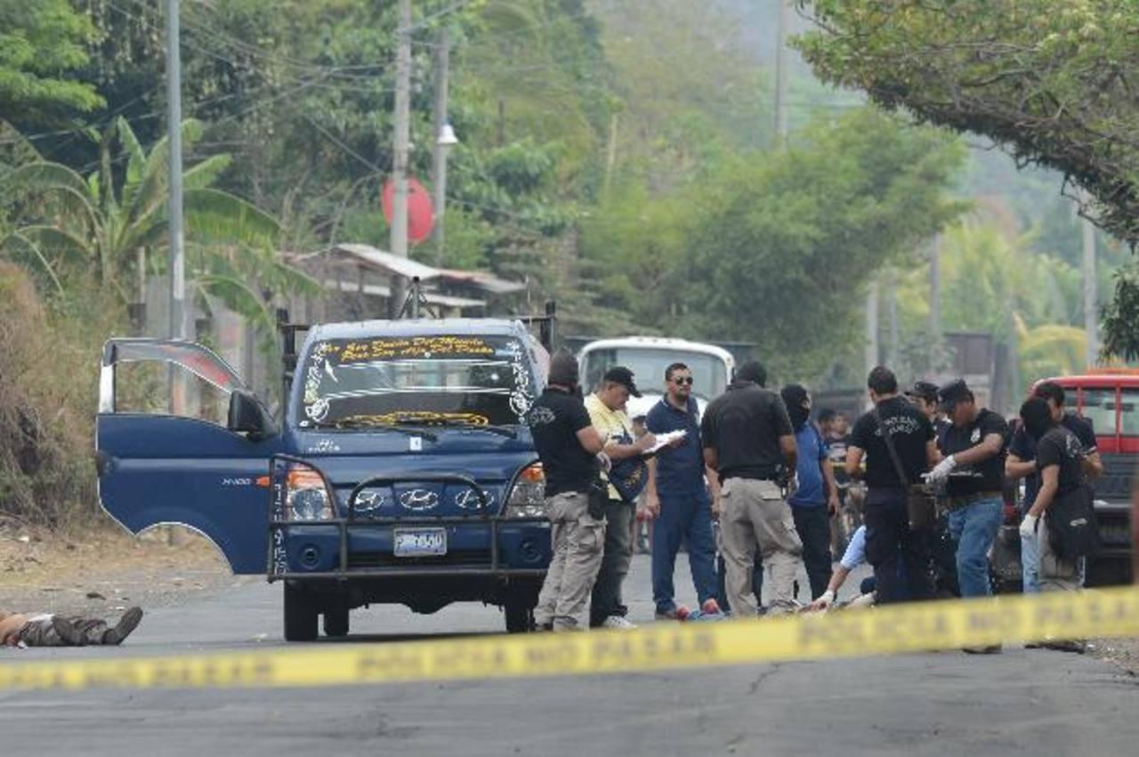 Un padre y sus dos hijos, quienes se dedicaban a realizar viajes del cantón Pineda a Zacatecoluca, fueron asesinados mientras realizaban su primer viaje. Foto EDH / Jaime Anaya.