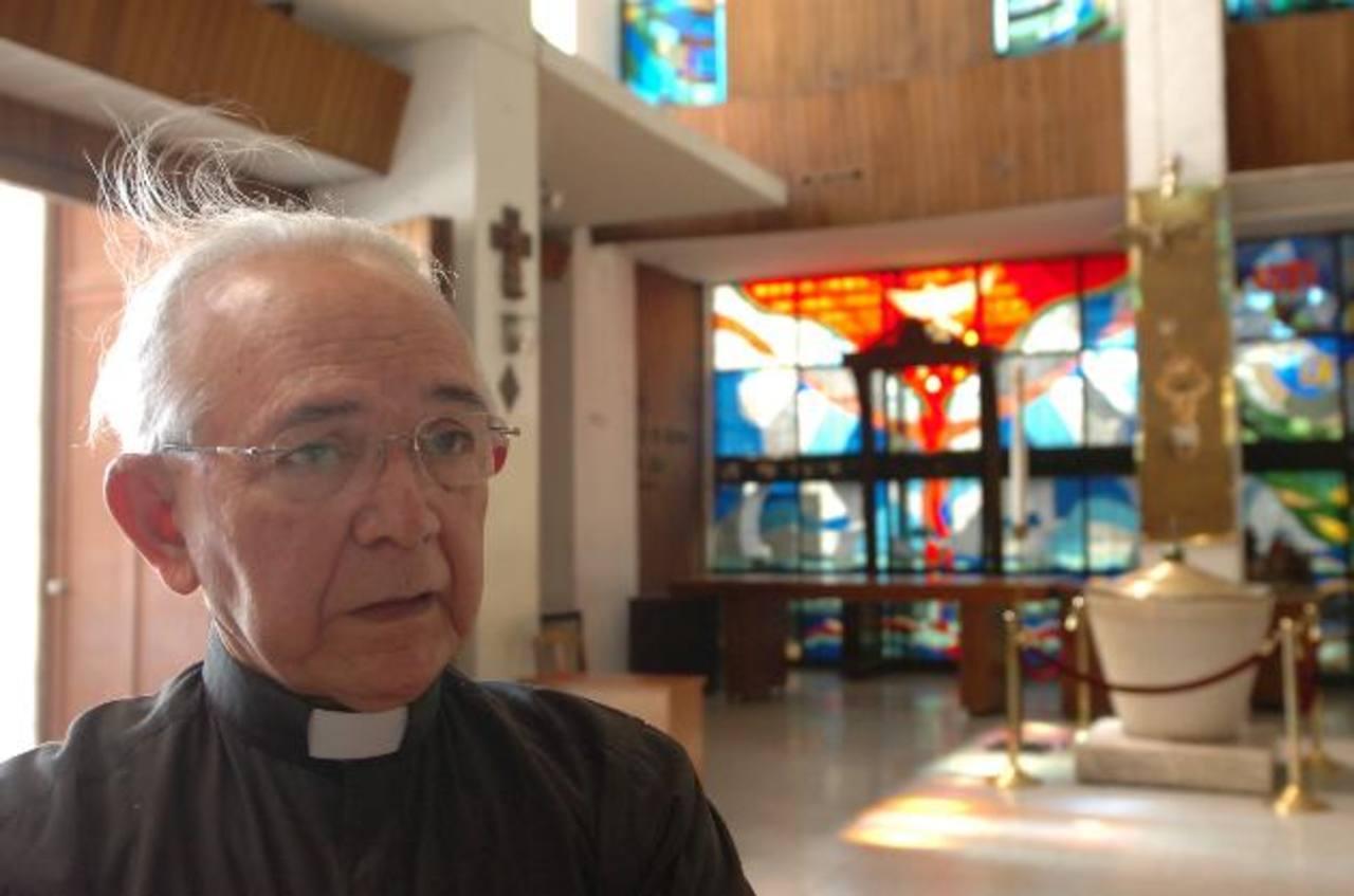 """El vicario de la Arquidiócesis de San Salvador, monseñor Jesús Delgado, dijo hoy en conferencia de prensa que la conmemoración de las canonizaciones iniciará el sábado por la tarde con la procesión del Santísimo Sacramento en el """"Papamóvil"""""""