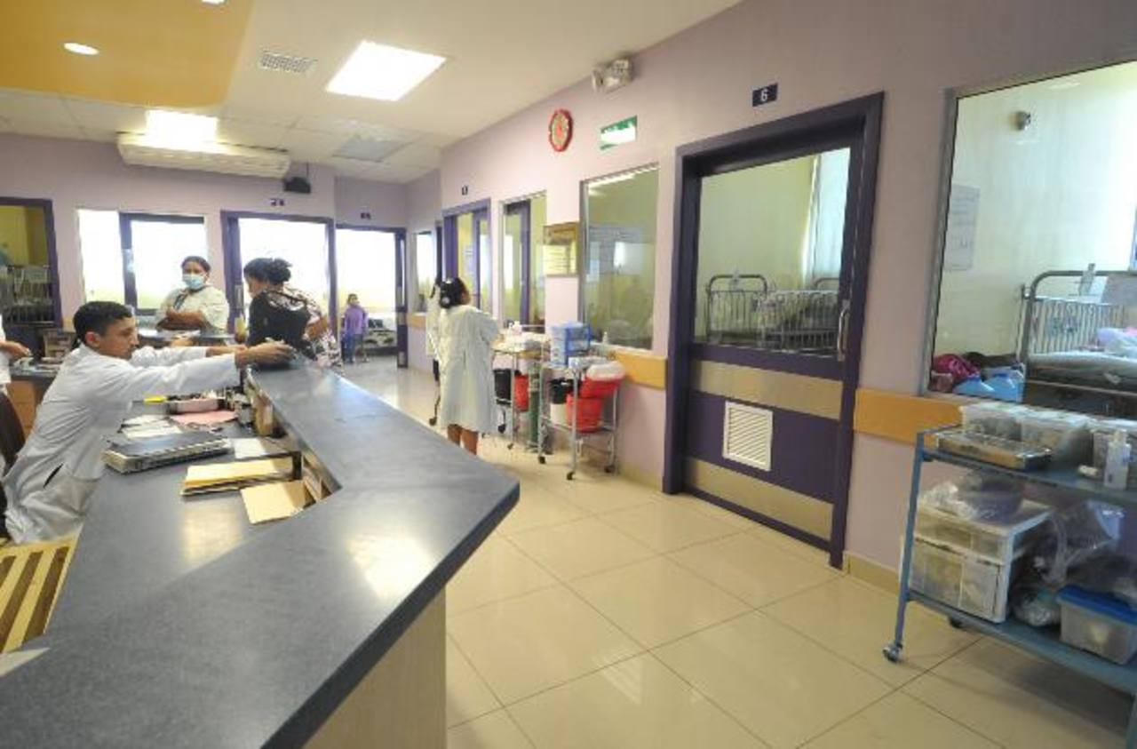 El hospital Benjamín Bloom está adoptando medidas para ahorrar energía. Foto EDH/ archivo