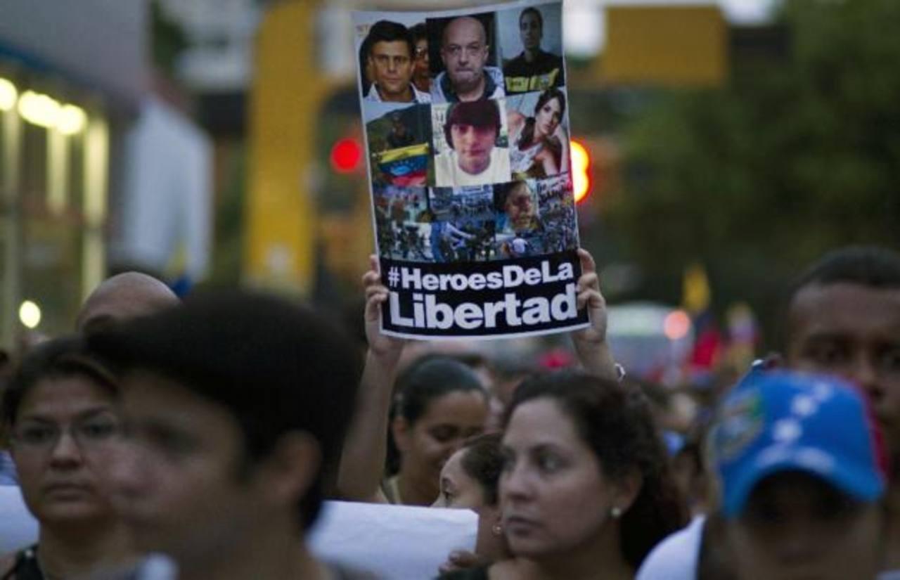 Maduro cumple un año de mandato rodeado de protestas