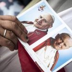 El papa Francisco proclama santos a Juan XXIII y Juan Pablo II