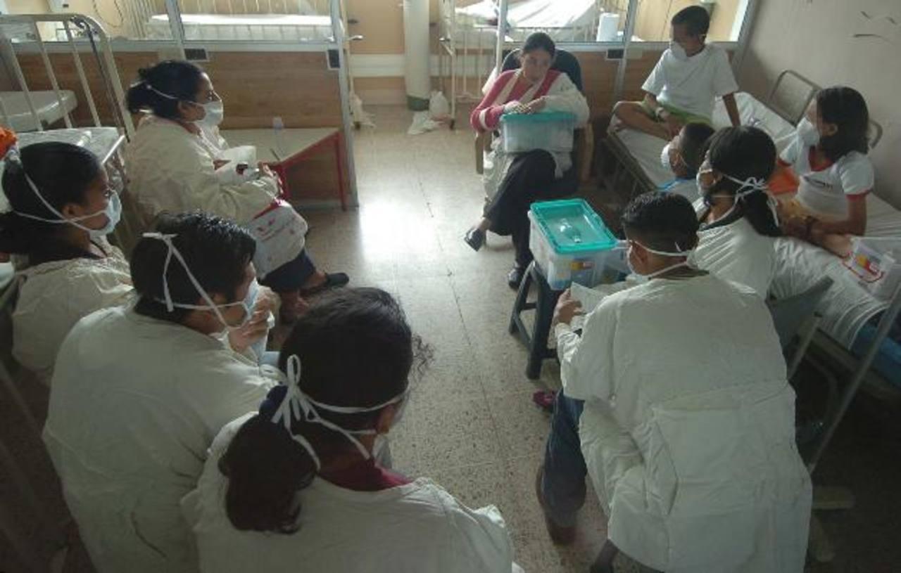 Niños con insuficiencia renal crónica en el Servicio de Nefrología del Bloom. Foto EDH / Archivo