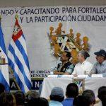 El edil capitalino, Norman Quijano (de gorra) escucha a un dirigente comunal de San Salvador. Foto EDH /CORTESÍA