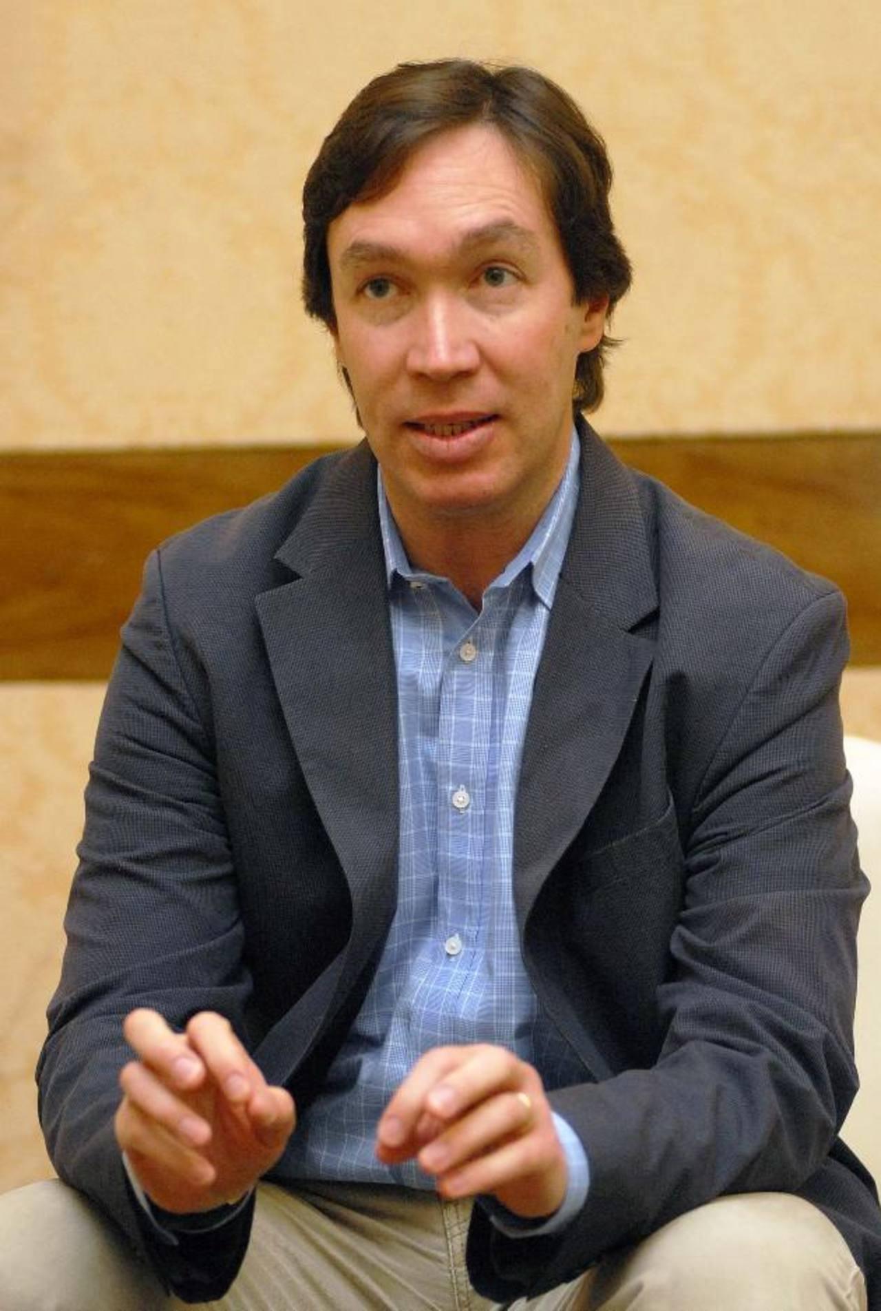 Felipe Barrera, profesor de Harvard, disertó sobre el rol del estado y el sector privado en educación.