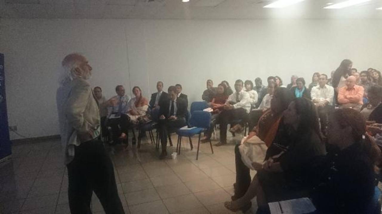 El especialista en temas de prevención de violencia Larry Cohen fue invitado al país, por USAID, para exponer experiencias de otros países al respecto de esas temáticas.