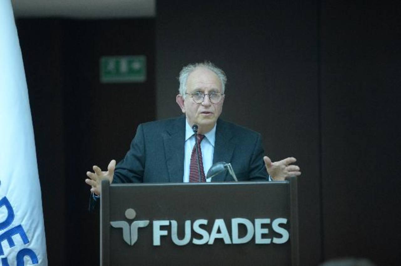 La ponencia de Peter Hakim versó sobre la nueva agenda política de EE. UU., en Latinoamérica. foto edh / RENÉ QUINTANILLA