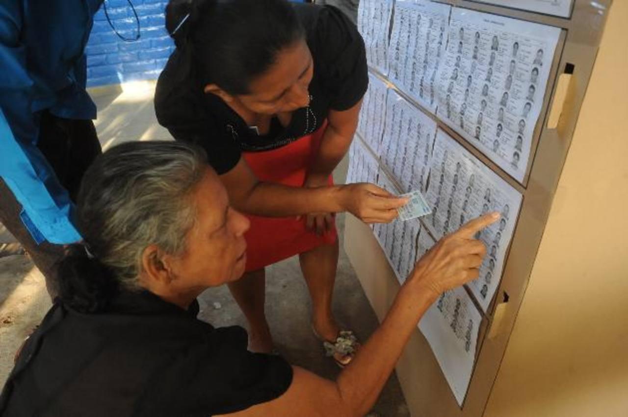 Elegir ciudadanos para cuidar los centros de votación es una de las enmiendas que están pendientes. Foto EDH /archivo