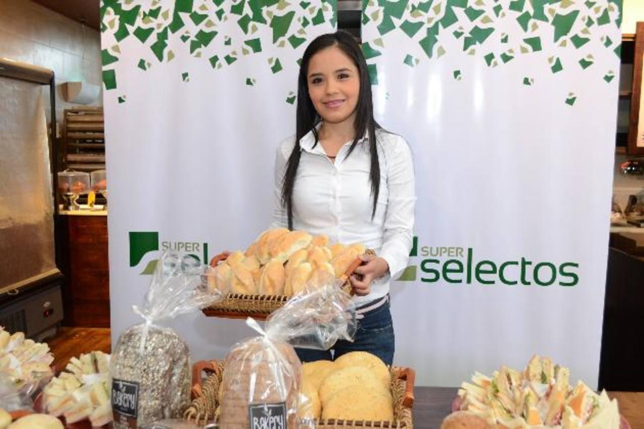Entre las variedades de pan hay integral, multigranos y bollo negro. Foto EDH / Mario Díaz