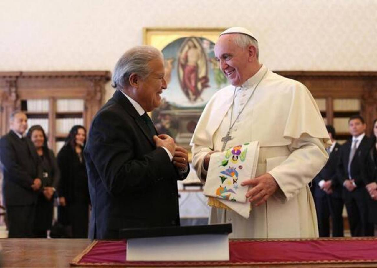 Papa recibe a presidente electo de El Salvador