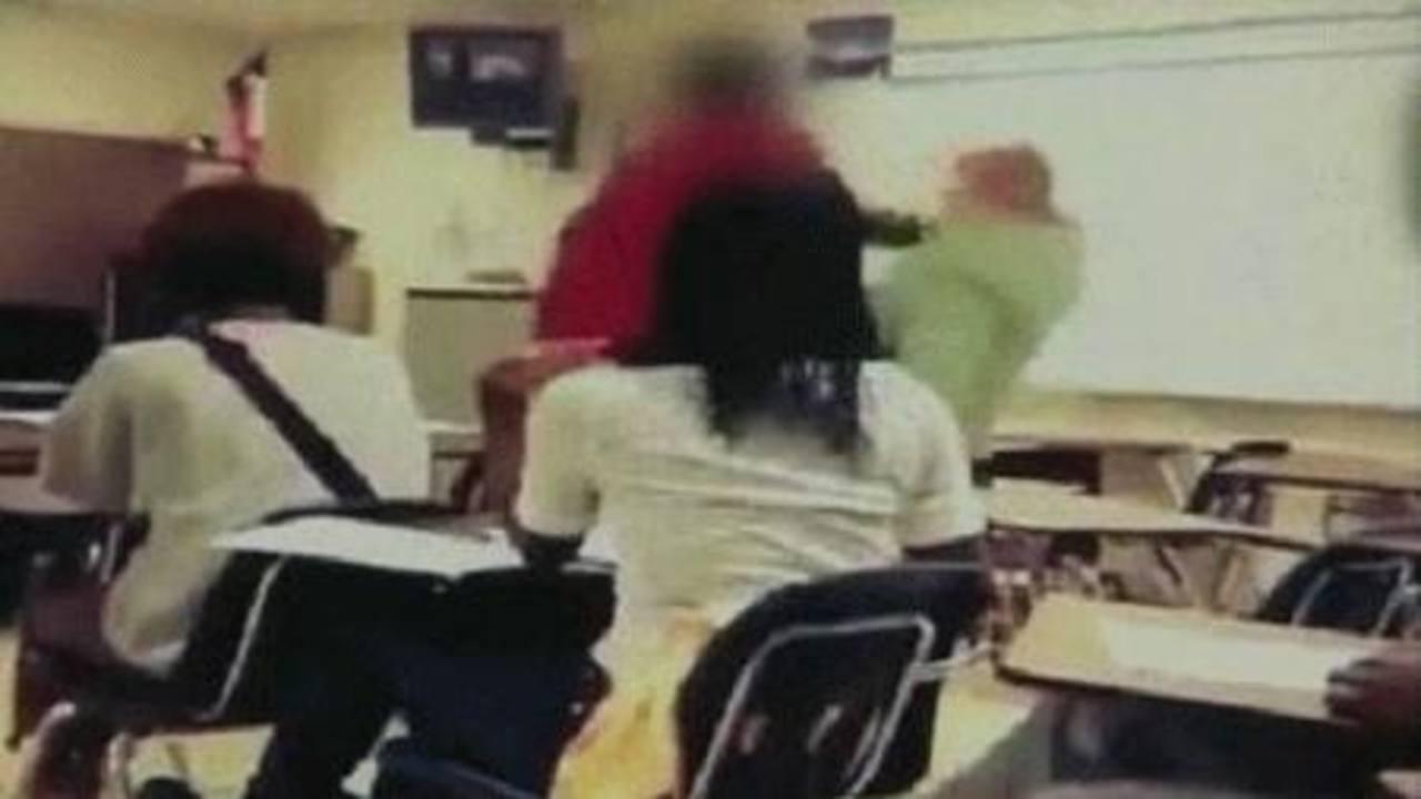 Maestra maltrata a alumno