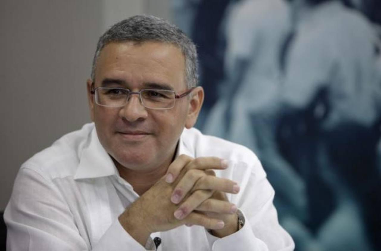 Los costos de los viajes de Mauricio Funes seguirán ocultos dicta el IAIP.