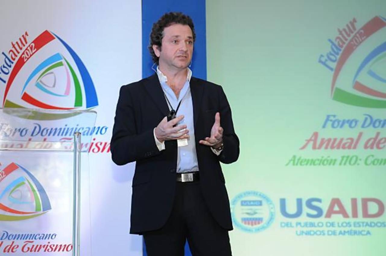 Bruno Pujol ha sido director comercial y de mercadeo de varias empresas. Actualmente trabaja como vicedecano de la Facultad de Ciencias Sociales de la U. de Nebrija.