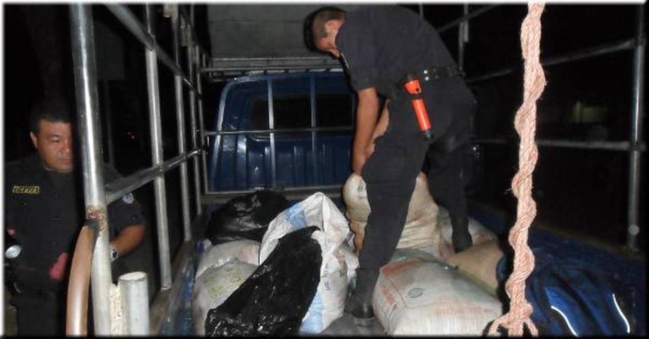 Los supuestos asaltantes fueron detenidos en el puesto fronterizo de La Hachadura en Ahuachapán. Foto EDH / Cortesía PNC