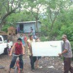 Varias familias en caserío El Carreto autoevacuaban, esta tarde, ante la posibilidad de una nueva erupción del volcán Chaparrastique.