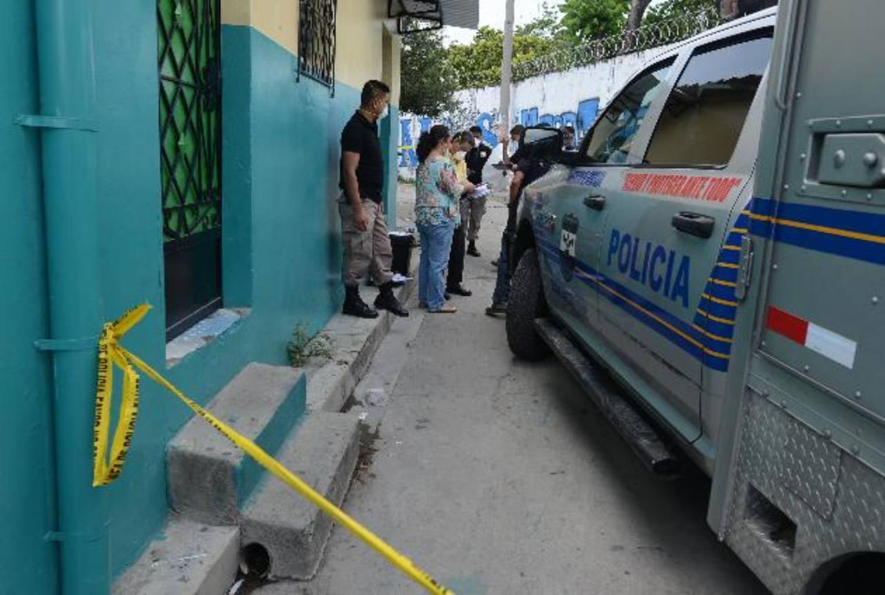 La Policía informó ayer el hallazgo de dos cadáveres en una quebrada en soyapango. Foto EDH / Jaime Anaya