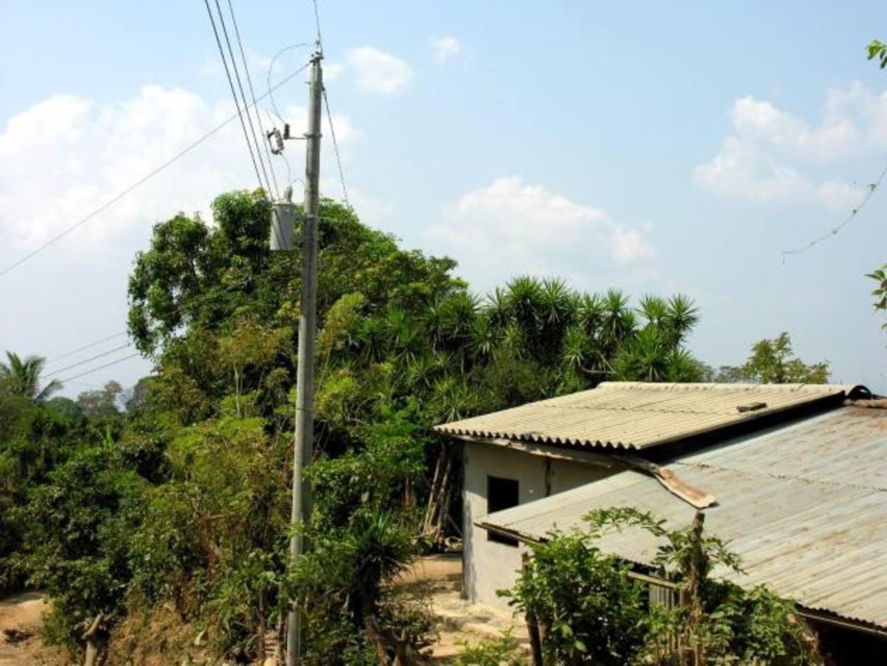 AES también llevó proyectos educativos y ambientales en zonas rurales. Foto edh / ARCHIVO