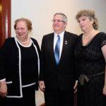 El embajador Shmulik Bass y su esposa, Meirav Bass, reciben a Mari Carmen Aponte, Embajadora de Estados Unidos.
