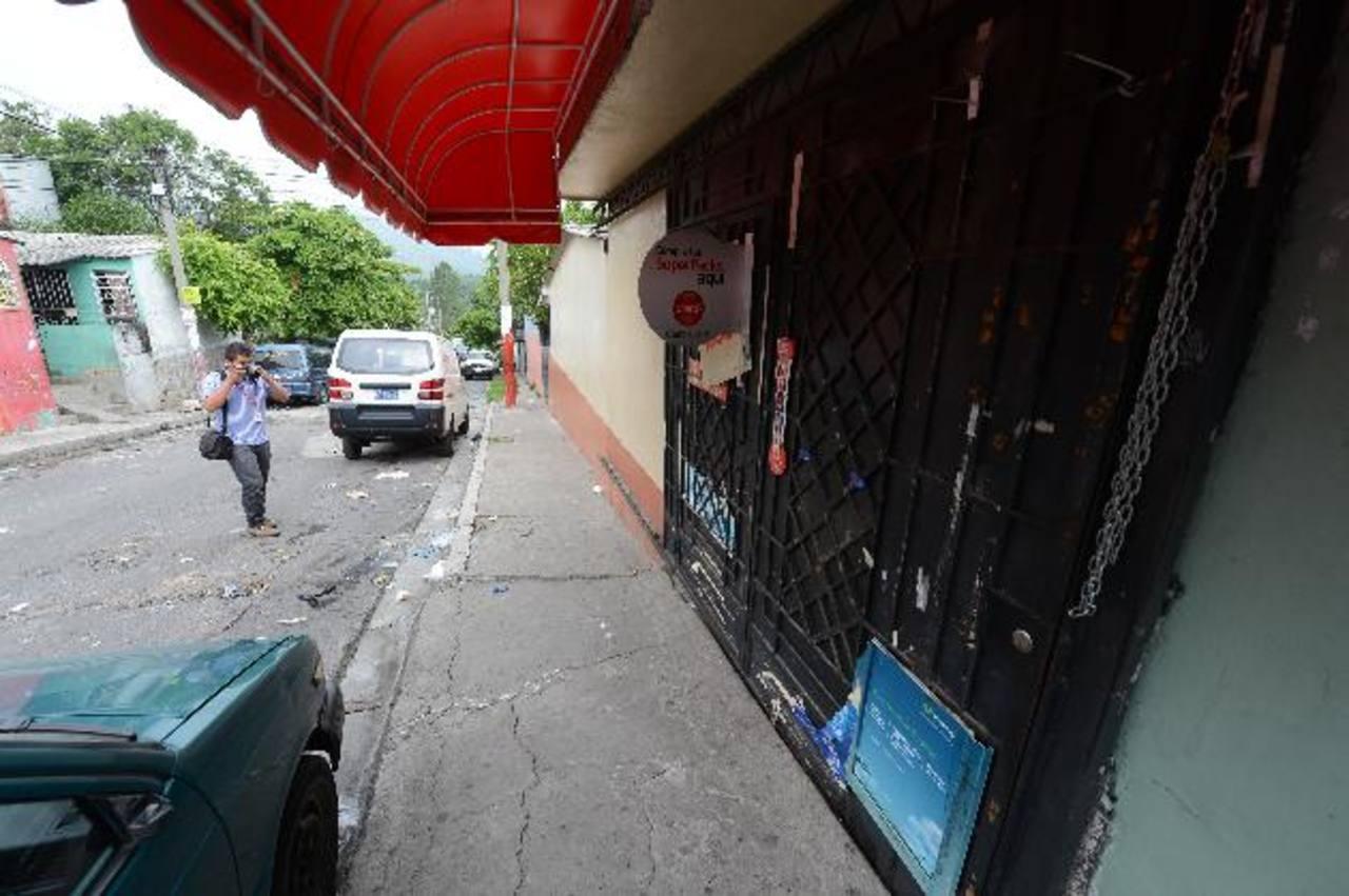 Una tienda permanecía cerrada ayer en Ciudad Delgado por las amenazas de las maras.
