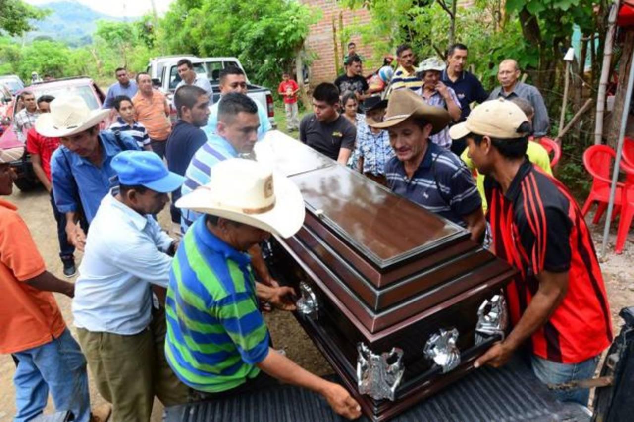 Raúl Antonio Parada, director del Centro Escolar Evaristo Mejía, en Lolotique, fue asesinado en la escuela en que trabajaba. Sujetos le dispararon.