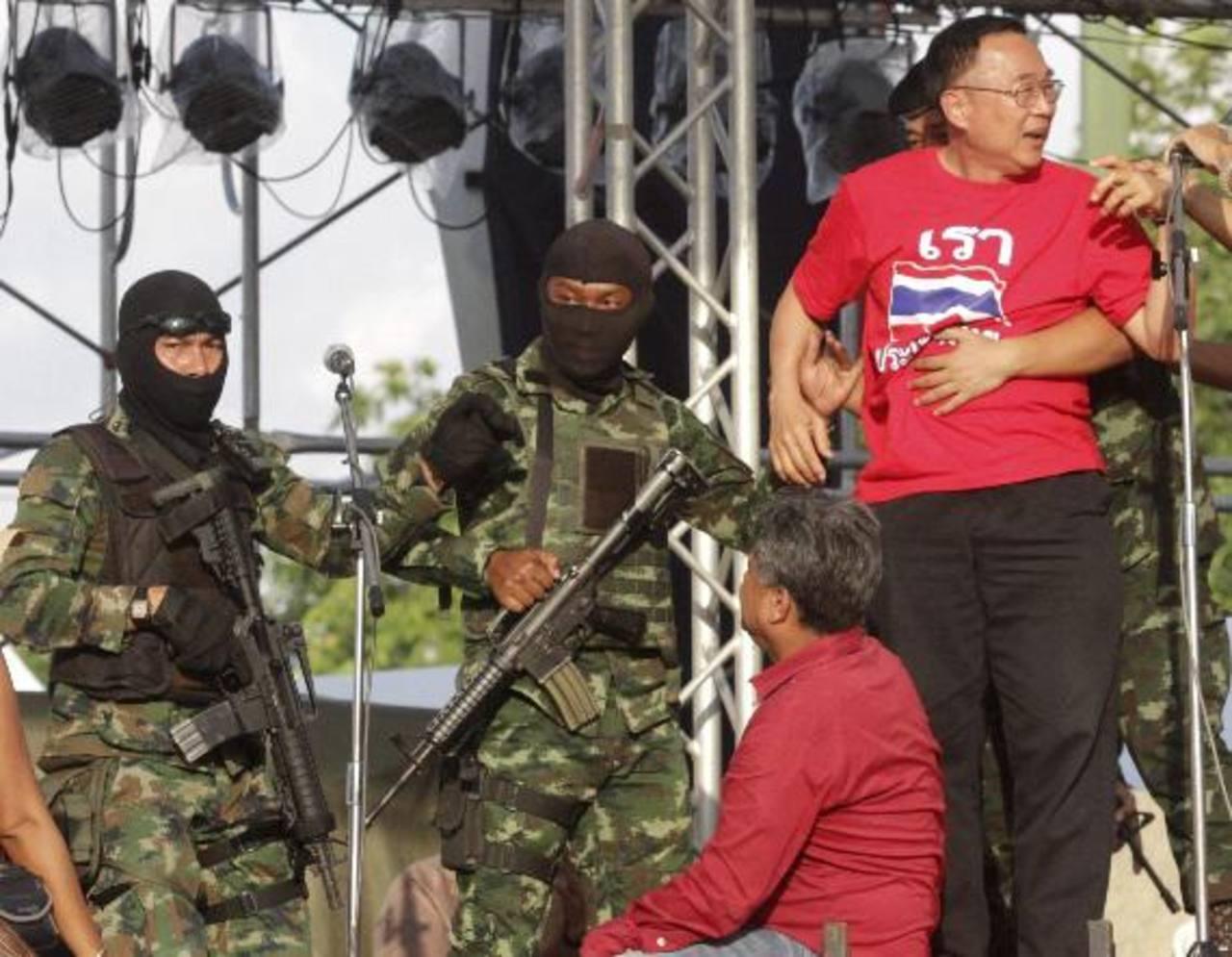 Jefe de ejército tailandés anuncia golpe de estado