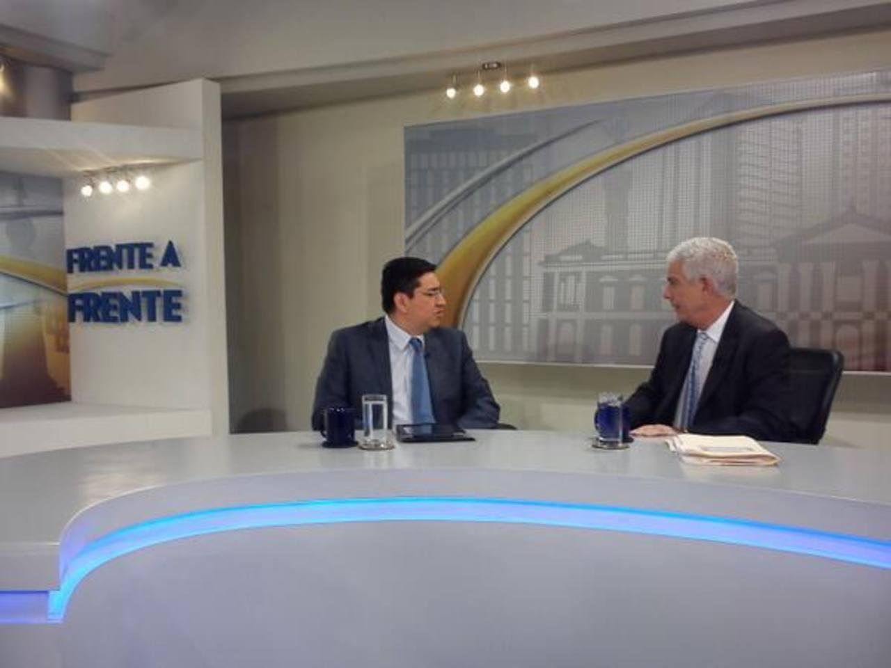 Douglas Avilés y Dr. Rodolfo Parker