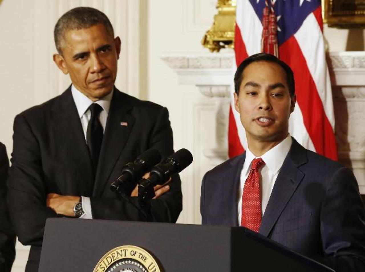 El presidente Barack Obama junto a Julián Castro en la Casa Blanca donde fue designado al cargo. foto edh / reuters