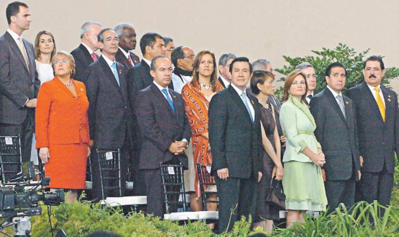 Las delegaciones oficiales e invitados especiales empezarán a llegar al Aeropuerto de El Salvador a las 5:00 p.m. Foto edh /