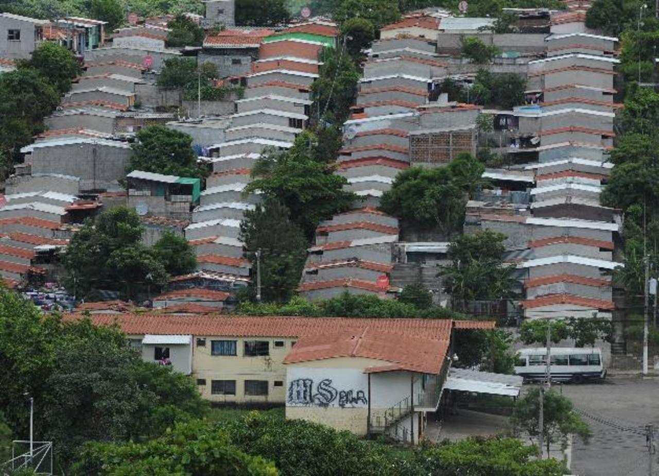 Según Funde, el impuesto a los inmuebles afectaría las lotificaciones de vivienda popular y media. Foto edh / Lissette Monterrosa
