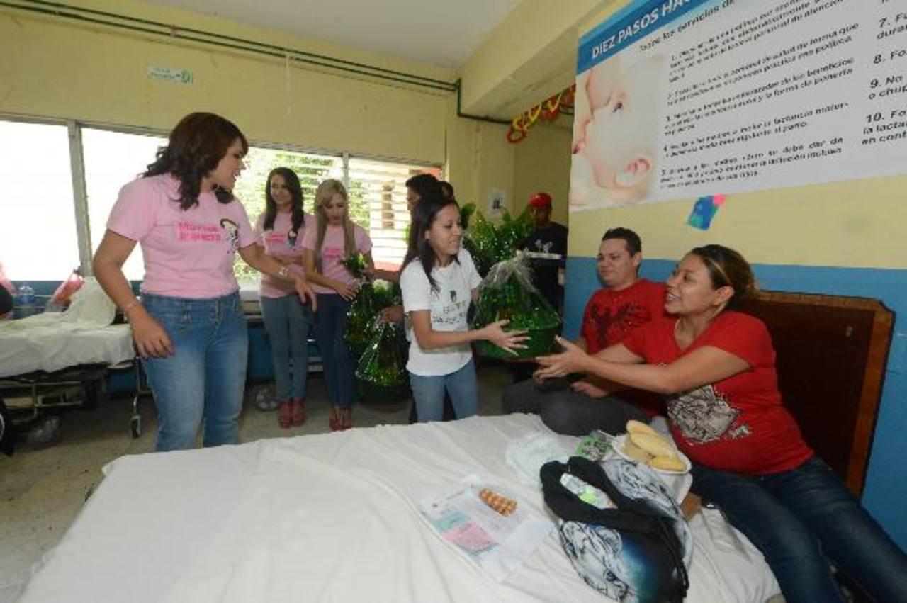 Voluntarios de Selectos entregaron canastas básicas a 50 pacientes. foto edh /Ericka chávez
