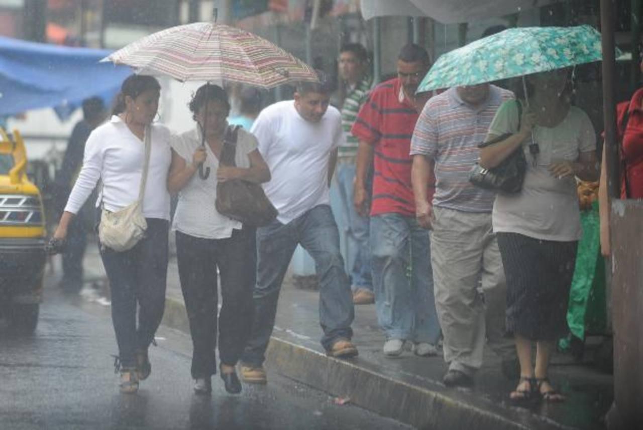 Le recomendamos que si sale de casa no olvide la sombrilla o capa para protegerse de la lluvia.