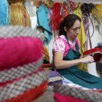 Foto: Artesana colombiana llena de fique las tiendas Juan Valdez y ferias mundiales