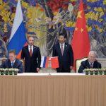 El presidente ruso, Vladímir Putin, junto a su homólogo chino, Xi Jinping. El convenio más que económico tendrá alta repercusión política ante el otro gigante: Estados Unidos. foto edh / ap