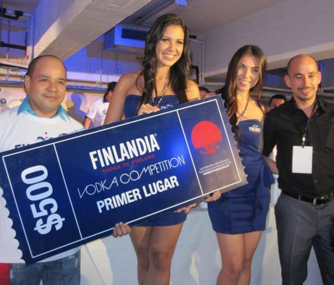 """Camareros salvadoreños muestran sus destrezas en """"Vodka Competition"""""""