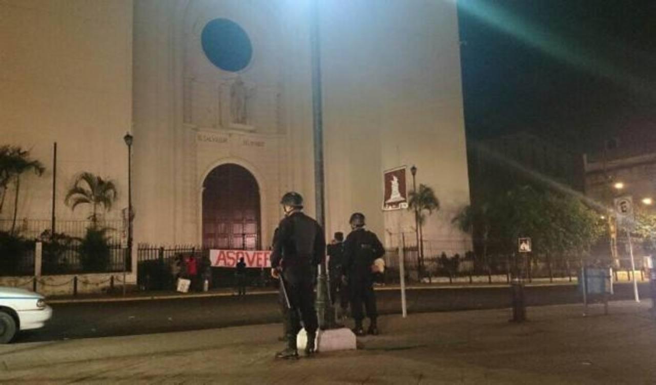 Desalojo pacífico de exveteranos de guerra de Catedral Metropolitana