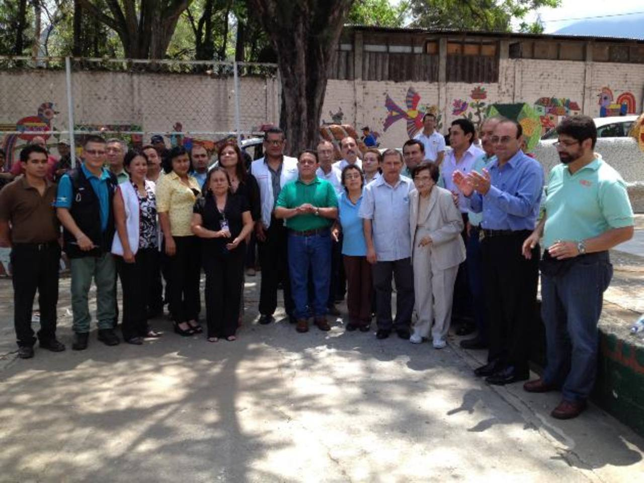 Integrantes del Codesan presentaron la iniciativa a la ministra de Salud. foto edh / cortesía