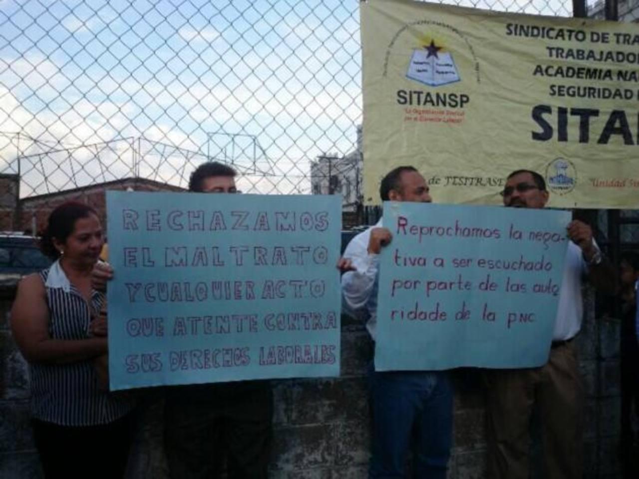 Varios sindicalistas apoyan al policía en huelga de hambre