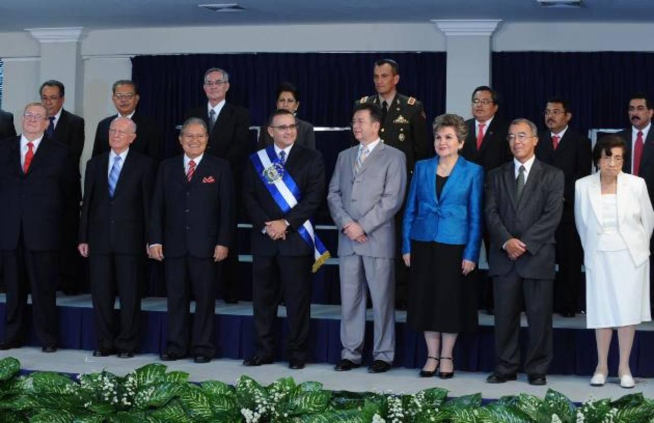 Durante su mandato presidencial, Funes realizó varios movimientos en su gabinete de gobierno. El más reciente fue nombrar a Ástor Escalante como titular de la Siget. foto EDH / archivo