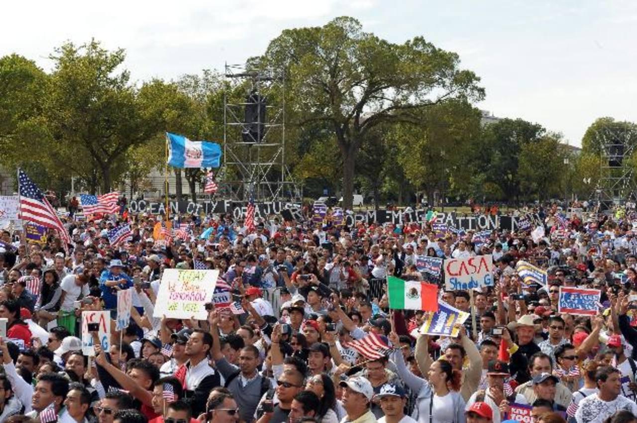 Más de 11 millones de latinoamericanos urgen a los legisladores una ley que les allane el camino a la ciudadanía. edh/archivo
