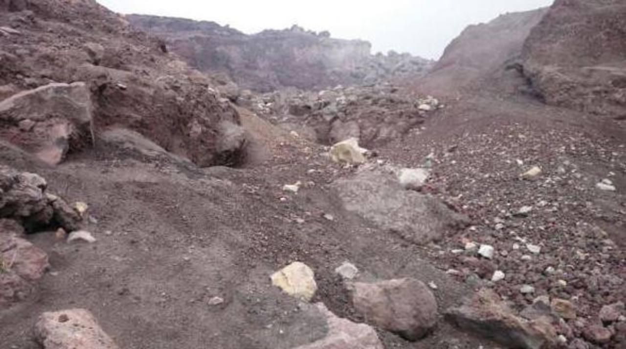 Vista desde el cráter del volcán de Chaparrastique. Foto EDH/ H.Rosales