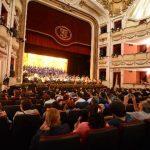 La Orquesta Sinfónica y el Coro Esperanza Azteca El Salvador durante su presentación. FOTOS EDH/ Mauricio Cáceres