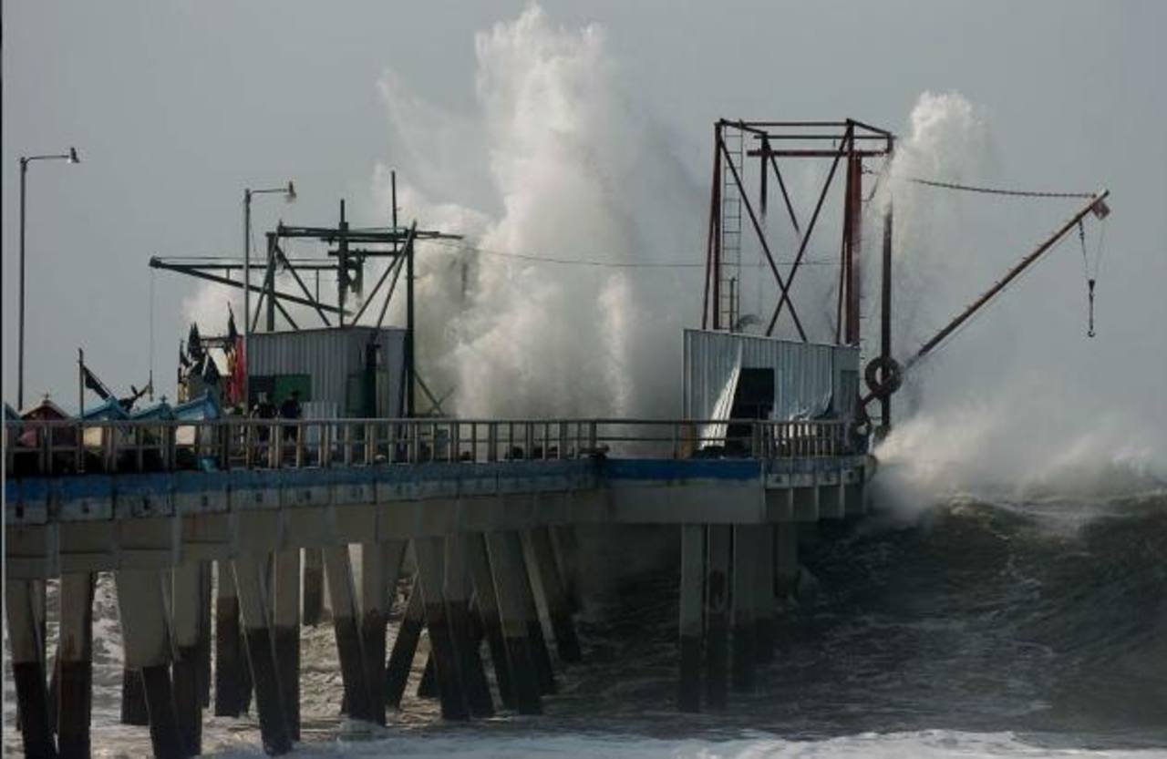 Advierten de aumento del oleaje en la costa de El Salvador