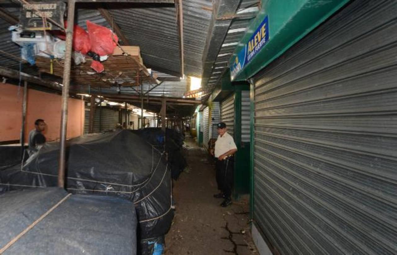 Por temor, en Ilobasco se cerraron negocios a eso de las 12:00 del día. FOTO/EDH Ericka Chávez