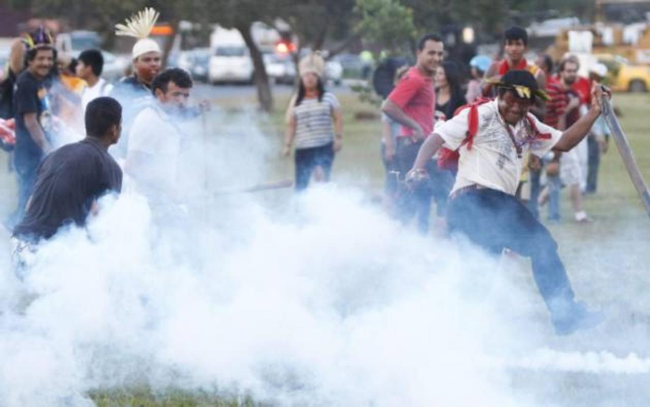 Policía repele manifestación en Brasil