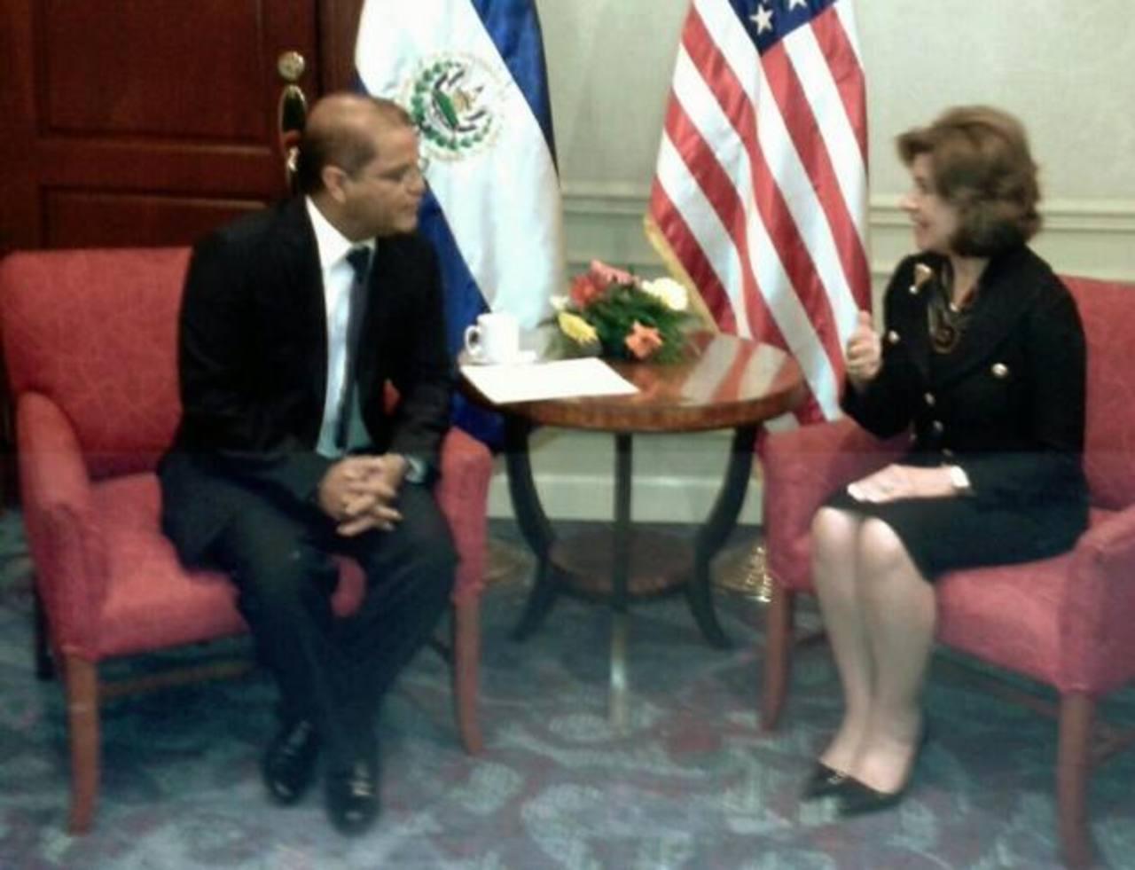 Óscar Ortiz se reunió con delegaciones que estarán en el traspaso de mando