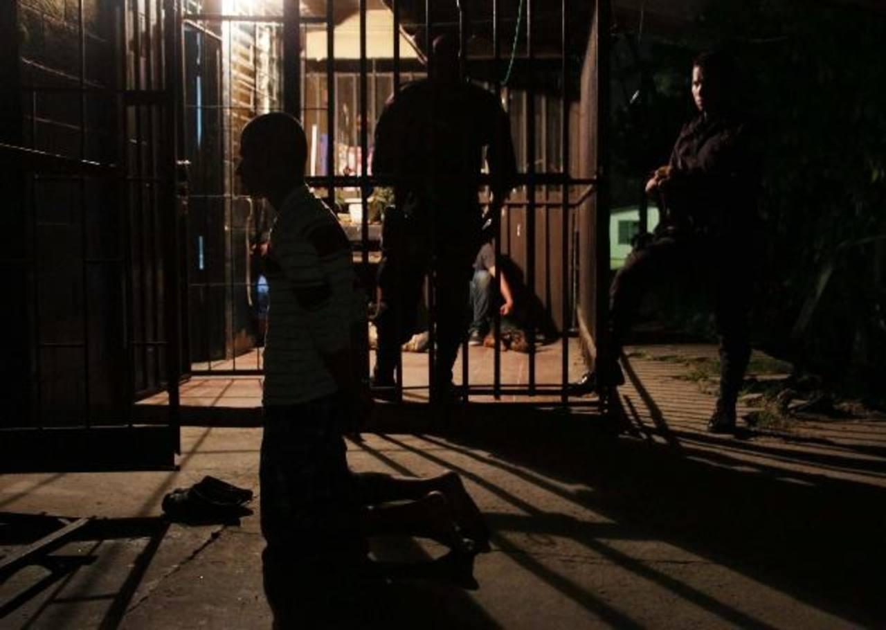 Simultáneamente, ayer por la madrugada la Policía realizó diversos operativos en San Salvador, Cuscatlán, San Vicente, Usulután y La Libertad. Foto EDH / Cortesía Fiscalía.