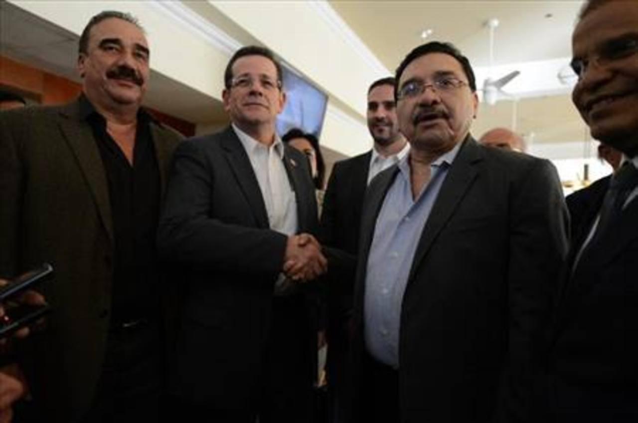 En la primera reunión de acercamiento entre tricolores y el nuevo Gobierno no estuvo presente Sánchez Cerén, sino que lo encabezaba Óscar Ortiz y Medardo González. Foto edh /ARCHIVO