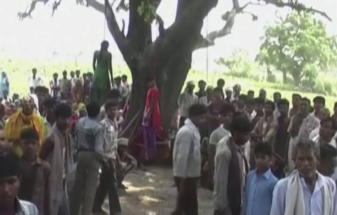 Violan a dos adolescentes y las ahorcan en un árbol en la India