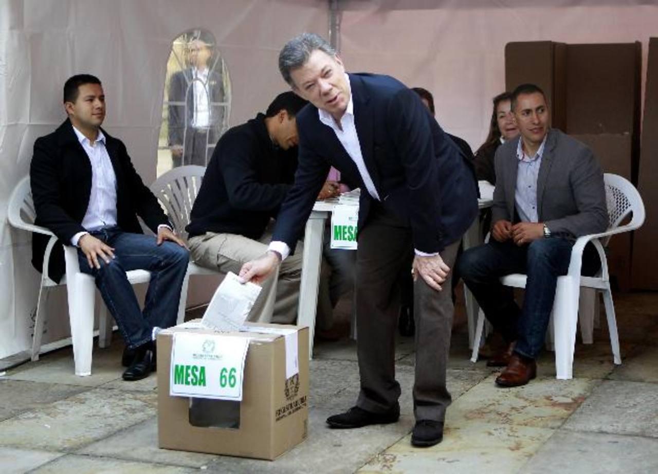 El presidente de Colombia Juan Manuel Santos, candidato a la reelección, votó muy temprano.
