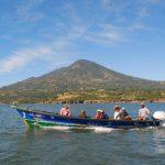 Pescadores salvadoreños de las diferentes comunidades inician su jornada en la bahía de La Unión. Foto edh / archivo